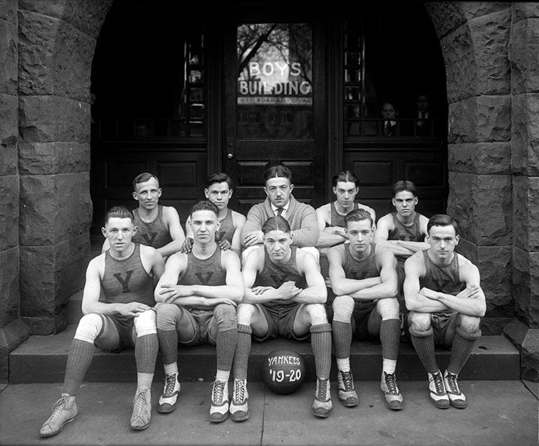 printed vintage poster design of old school basketball 40visuals. Black Bedroom Furniture Sets. Home Design Ideas
