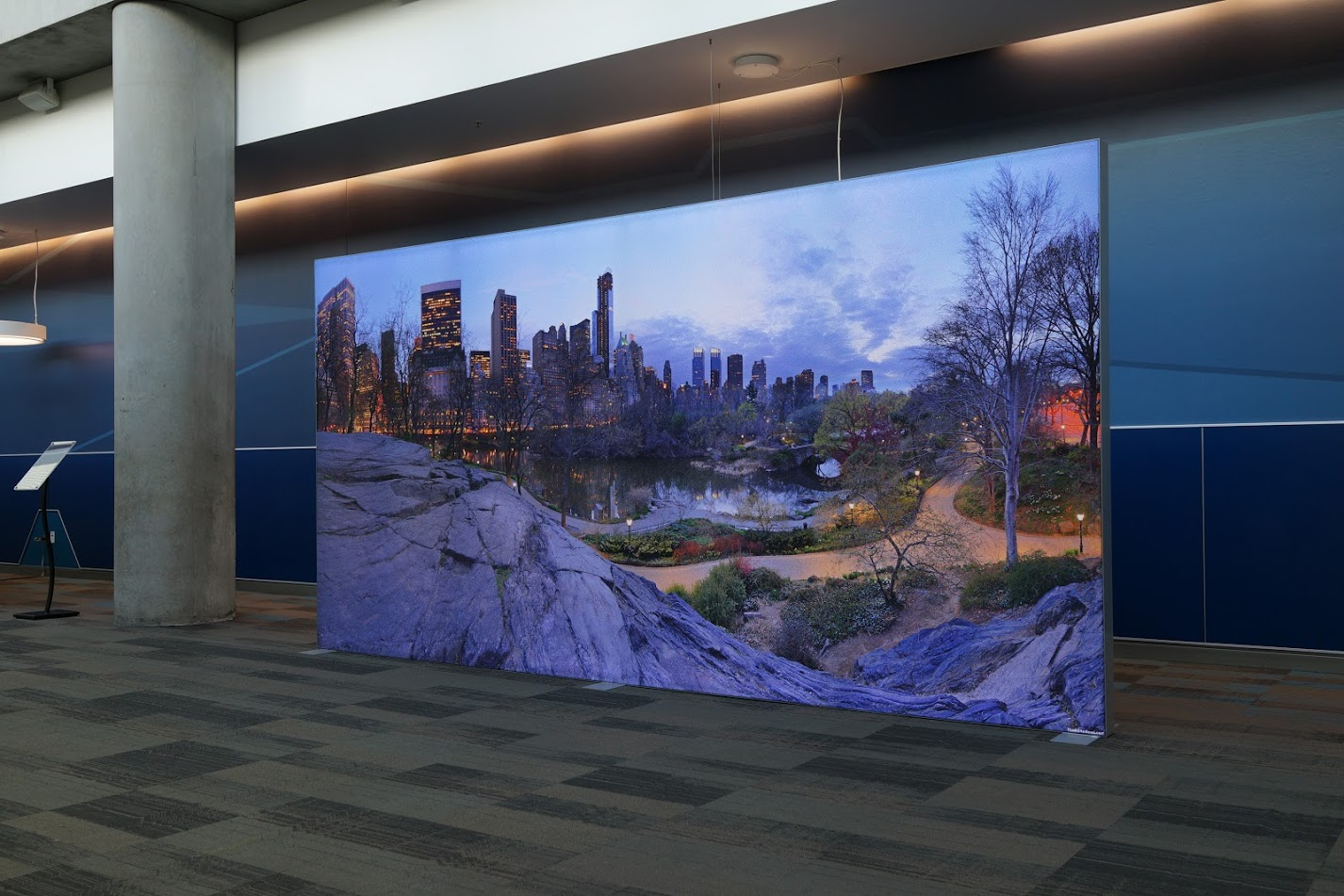 Seg Fabric Light Boxes Highlight Tradeshow Exhibit 40